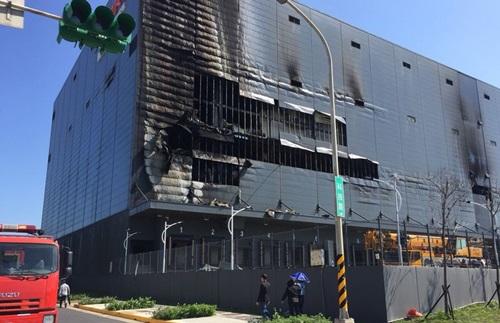 Hiện trường vụ cháy nhà kho ở thành phố Đào Viên khiến ba lao động Việt thiệt mạng hôm 6/2. Ảnh: CNA.