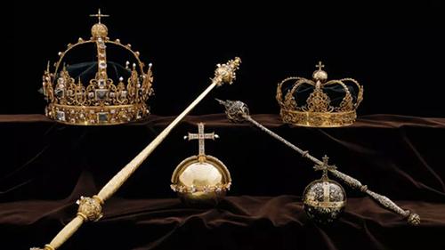 Hai chiếc vương miện của nhà vua và hoàng hậu Thụy Điển cùng một quả cầu cắm thánh giá đã bị đánh cắp. Ảnh: Swedish Police.