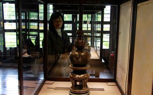 Đồ chơi đầu hồ bằng gỗ khảm xà cư trưng bày tại Bảo tàng cổ vật cung đình Huế. Ảnh: Võ Thạnh