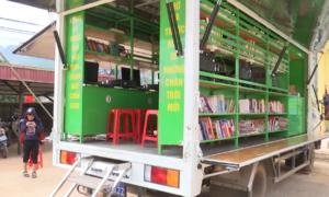 Xe thư viện lưu động phục vụ học sinh vùng cao ở Sơn La
