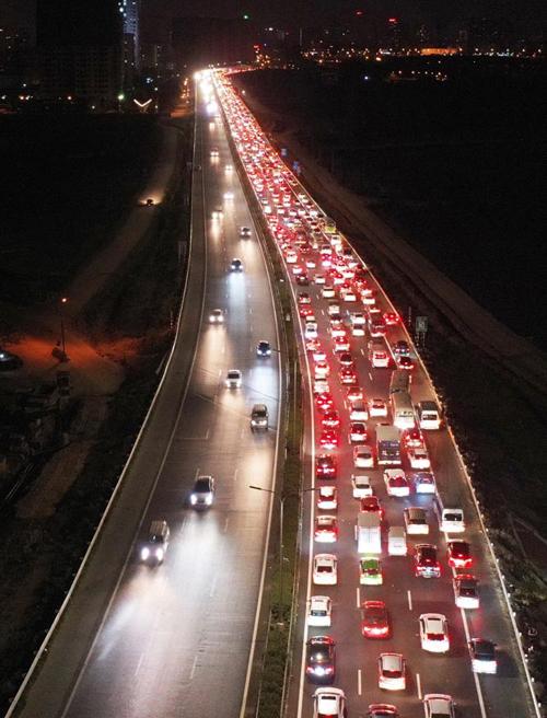 Cao tốc Pháp Vân - Cầu Giẽ ùn tắc gần 5 km