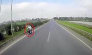 Ba xe máy nối đuôi đi ngược chiều cao tốc Hà Nội - Thái Nguyên