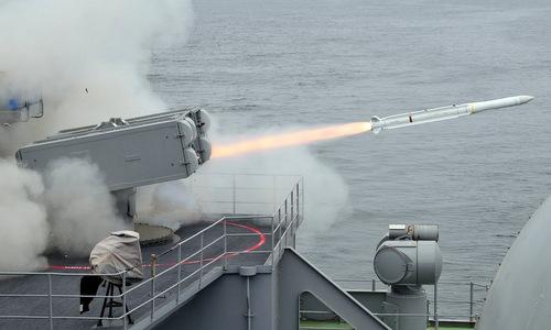 Tên lửa RIM-162 khai hỏa trong đợt diễn tập của tàu sân bay Mỹ năm 2010. Ảnh: US Navy.