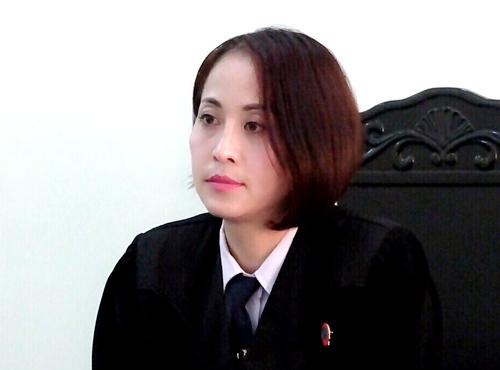 Nữ thẩm phán Duyên trong một phiên tòa. Ảnh: NVCC.