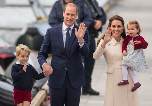 Hoàng tử George và Công chúa Charlotte bên bố mẹ. Ảnh: Mirror