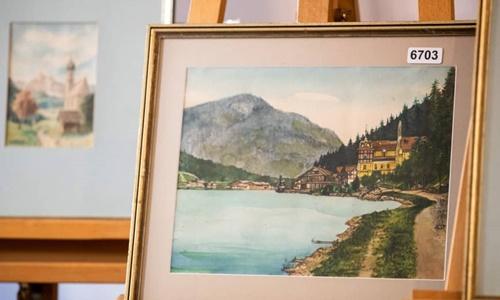 Một trong 5 bức tranh của Hitler được rao bán trong phiên đấu giá ngày 9/2 ở thành phố Nuremberg, Đức. Ảnh: AFP.