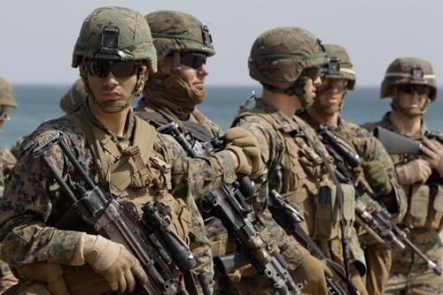 Binh sĩ thủy quân lục chiến Mỹ tham gia tập trận đổ bộ với Hàn Quốc ở bờ biển Pohang tháng 3/2012. Ảnh: AFP.