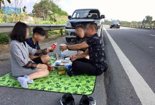 Tài xế ăn Tết trên cao tốc Nội Bài - Lào Cai bị phạt 5,5 triệu đồng