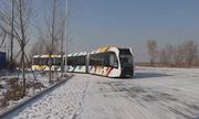 Tàu không đường ray chạy trên mặt đường đóng băng ở Trung Quốc