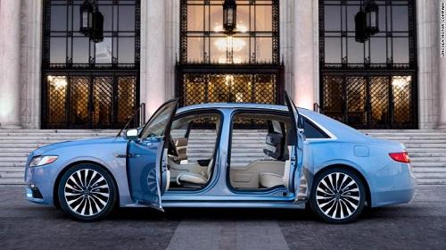 Cửa xe Lincoln Continental thế hệ thứ 10.