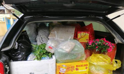 Cốp xe chất đầythức ăn và rau xanh khi dời quê hương sau kỳ nghỉ Tết Nguyên đán 2019 dài ngày.