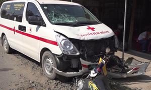 Tài xế xe cứu thương ngủ gật, tông thai phụ ở An Giang bị thương nặng