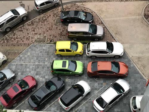 Nhiều xe đến chơi ở các chung cư phải trả khoảng 50.000 cho một lượt đỗ.