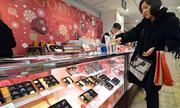 Phụ nữ Nhật đấu tranh với nghĩa vụ tặng chocolate nam giới ngày Valentine