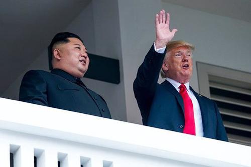 Tổng thống Donald Trump và lãnh đạo Kim Jong-un tại cuộc gặp ở Singapore năm ngoái. Ảnh: Yonhap