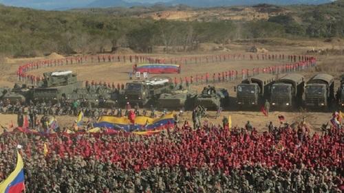 Lực lượng Venezuela tại căn cứ  Guaicaipuro Fort. Ảnh: Twitter.