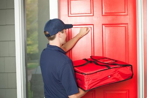 Năm 2014, ít nhất 20 nhân viên giao pizza ở Mỹ bị bắn, chưa kể con số bị cướp tài sản.