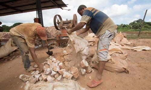 Thợ đào vàng ở El Callao ngày 8/8/2018. Ảnh: Reuters.
