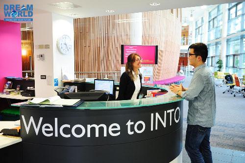 Học trong môi trường INTO, sinh viên được hỗ trợ cá nhân từ nhiều mặt cùng nhiều dịch vụ tốt.