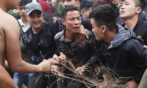 Giành giật từng sợi chiếu mong sinh con trai ở lễ hội Đúc Bụt