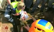 Bé sơ sinh sống sót dưới cống thoát nước mưa Nam Phi
