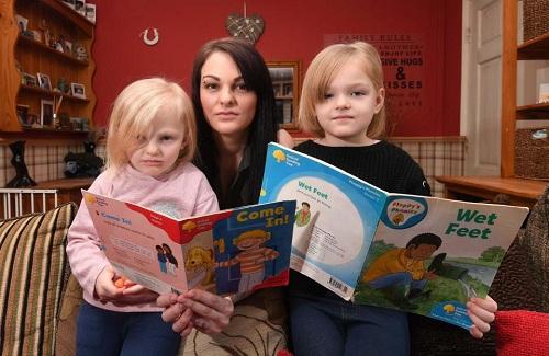 Michelle Murray cùng hai con gáiLilah-Grace (4 tuổi) vàAimee-Rose (6 tuổi). Ảnh: BPM Media