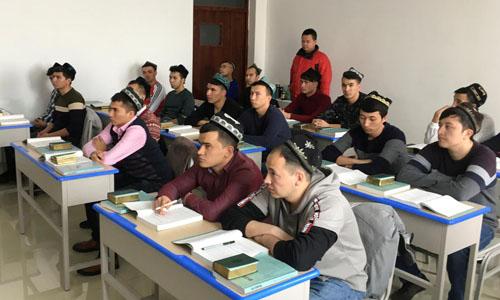 Các học viên tại một trung tâm đào tạo nghề ở khu tự trị Tân Cương, Trung Quốc. Ảnh: Reuters.