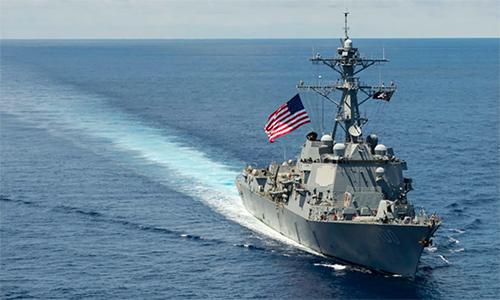 Khu trục hạm USS Kidd đi qua khu vực Biển Đông năm 2014. Ảnh: US Navy.