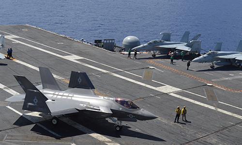 Tiêm kích F-35C vận hành thử trên tàu sân bay Mỹ. Ảnh: USNI.
