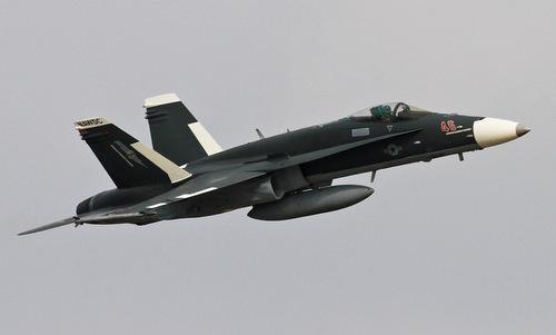 Chiếc F/A-18C mang màu sơn giống tiêm kích Su-30 Nga. Ảnh: Scramble.