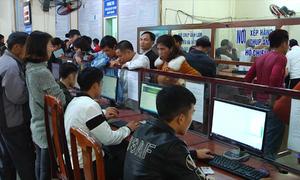 Hàng nghìn người dân Nghệ An xếp hàng làm hộ chiếu