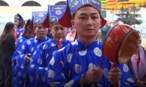 400 người tái hiện nghi lễ dâng hương vua chúa ở Hà Nội