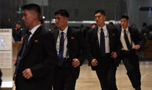 Ba lớp bảo vệ ninh Kim Jong-un khi công du nước ngoài