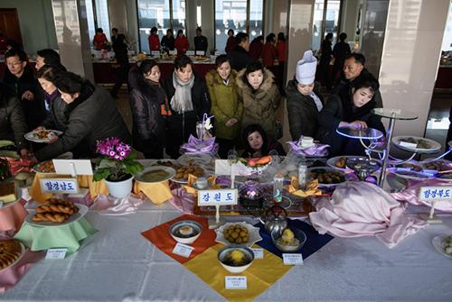 Khán giả theo dõi cuộc thi nấu ăn quốc gia tại nhà hàng ở Bình Nhưỡng. Ảnh: AFP
