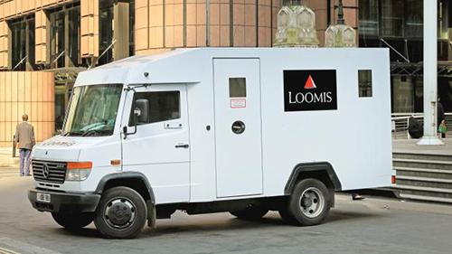 Xe chở tiền của công ty Pháp Loomis. Ảnh: Times of Malta