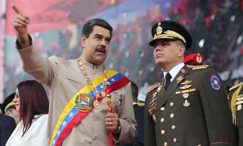 Tổng thống Venezuela Nicolas Maduro (trái) và Bộ trưởng Quốc phòngVladimir Padrino Lopez