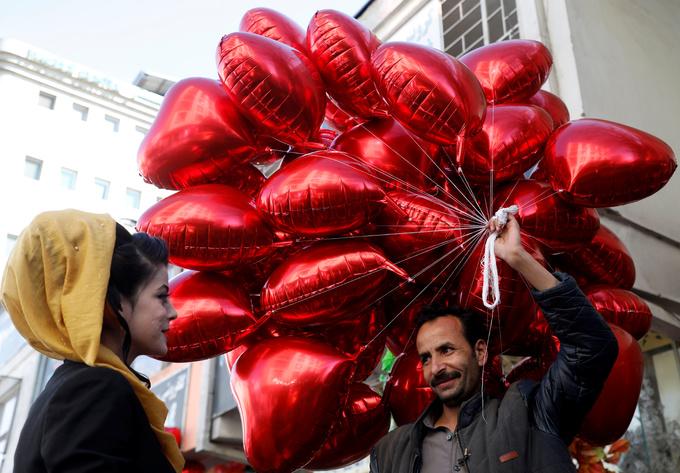 Không khí đón Valentine khắp thế giới
