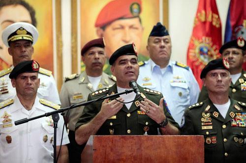 Các tướng quân đội Venezuela thề trung thành với Maduro. Ảnh: Reuters.