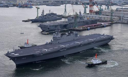 Khu trục hạm trực thăng JS Kaga khi được biên chế năm 2017. Ảnh: JMSDF.
