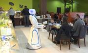 Robot làm bồi bàn trong nhà hàng Trung Quốc