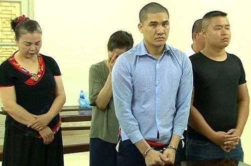 Nhóm bị cáo tại phiên tòa sơ thẩm ngày 15/6/2018.