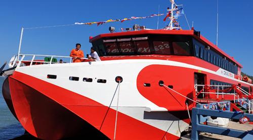 Tàu cao tốc Côn Đảo Express bắt đầu được khai thác từ ngày mai. Ảnh: Phan Doãn