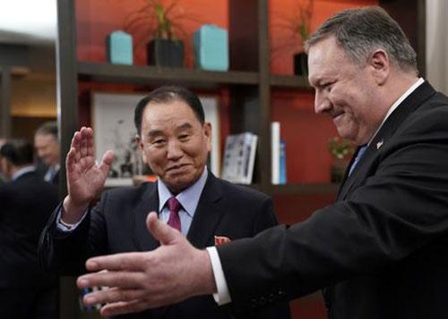 Ngoại trưởng Mỹ Mike Pompeo (phải) và Phó chủ tịch đảng Lao độngTriều Tiên Kim Yong-chol ở Washington hôm 18/1. Ảnh: AFP.