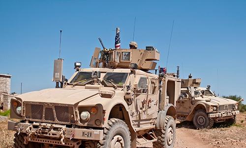 Thiết giáp Mỹ tuần tra ở khu vực ngoại ô thành phố Manbij, Syria. Ảnh: US Army.
