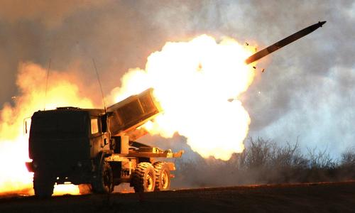 Tổ hợp HIMARS khai hỏa trong một đợt thử nghiệm năm 2017. Ảnh: Lockheed Martin.