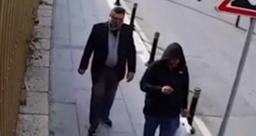 Đặc vụ Arab đóng thế Khashoggi (trái) và kẻ đồng lõa người địa phương do camera an ninh ghi lại. Ảnh: NTV.