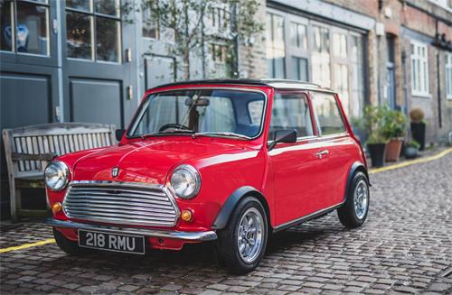 Ôtô điện Mini giá 100.000 USD không có điều hòa