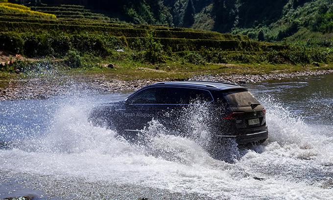 Volkswagen Tiguan Allspace có 4 chế độ lái gồm đường trường, đường tuyết, đường địa hình và địa hình nâng cao. Ảnh: Lương Dũng.