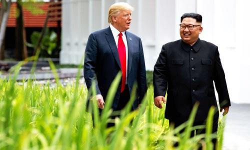 Tổng thống Mỹ Trump, trái, cùng lãnh đạo Triều Tiên Kim Jong-un trong cuộc gặp tại Singapore tháng 6/2018. Ảnh: Washingtontimes.