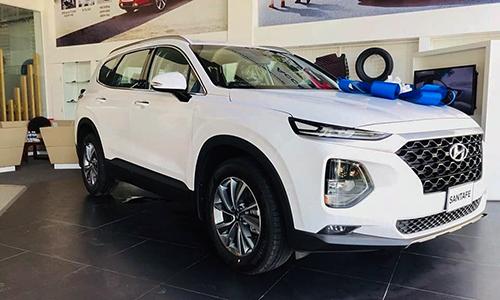 Hyundai Santa Fe 2019 tại đại lý. Ảnh: Hậu Nguyễn